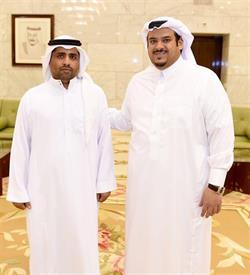 """شاهد.. أمير الرياض بالنيابة يستقبل والد """"رضيع الخرج"""""""