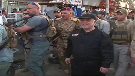 """شاهد.. """"العبادي"""" يتجول في الموصل عشية الإعلان الرسمي لهزيمة """"داعش"""".. والتحالف الدولي يرحب ويحذر"""