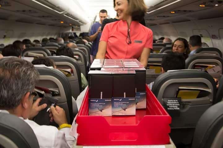 إسبانيا: سامسونج تقدّم هدايا جالاكسي نوت 8 لركاب طائرة.. اعتذاراً عن فشل نوت 7 (فيديو)