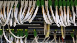 أجهزة تنصت يتم توصيلها بكابلات الألياف البصرية تسمح لمستخدمها بالتجسس على الرسائل الإلكترونية والنصية وغيرها