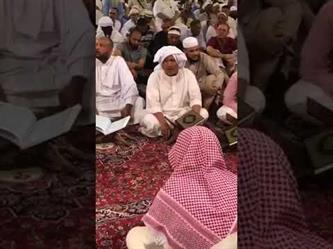 مصري يمتع زائري المسجد النبوي بتلاوة عذبة
