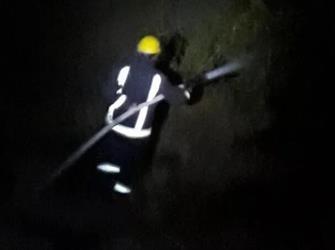 مدني أبها يخمد حريقا أشعله مجهولون في منطقة جبلية