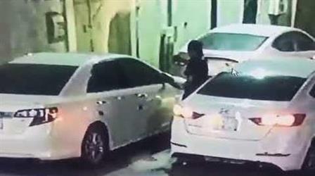 """شرطة الرياض تطيح بلصوص ظهروا في مقطع فيديو يكسرون زجاج """"كامري"""".. وتكشف بقية جرائمهم"""
