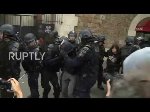 الشرطة الفرنسية تطلق قنابل الغاز على متظاهرين في العاصمة باريس