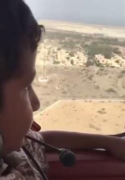 سيف بن زايد يلبي طلب أحد أبناء الشهداء ويصطحبه معه في جولة بطائرته الخاصة (فيديو)