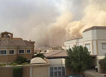 بالصور.. موجة من الغبار تجتاح مدينة الرياض