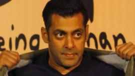 يعتبر سلمان خان من اشهر نجوم السينما الهندية
