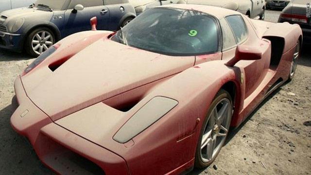بالصور..ظاهرة مزعجة.. قمامة من السيارات الفاخرة في دبي