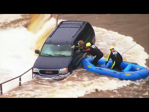 لحظة انقاذ امرأة علقت في فيضانات الأمطار بمدينة أوكلاهوما