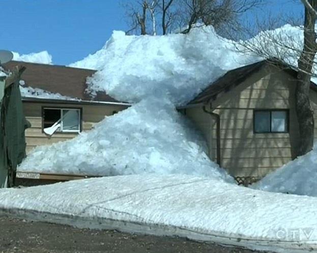 بالصور .. موجة جليدية تقتلع المنازل في كندا