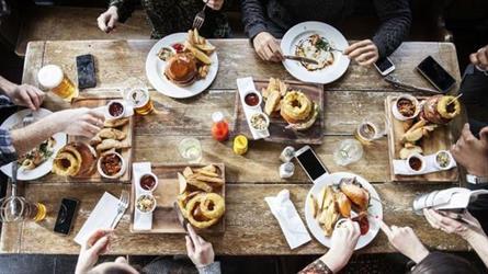 في اليوم العالمي للأغذية.. 6 نصائح لوقف هدر الطعام؟