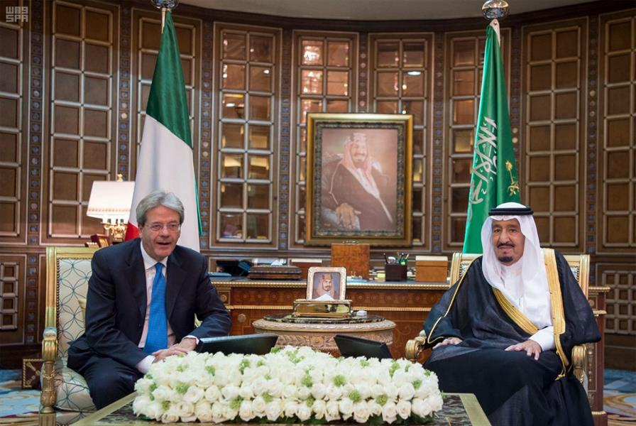 بالصور.. خادم الحرمين يعقد جلسة مباحثات رسمية مع رئيس وزراء إيطاليا