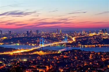 السعوديون في تركيا خلال شهرين.. الأكثر شراءً للعقارات والأعلى إنفاقاً على التسوق