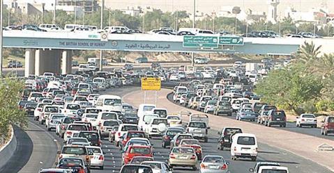 محامٍ كويتي يتقدم بدعوى لإيقاف سريان وإصدار رخص القيادة للوافدين