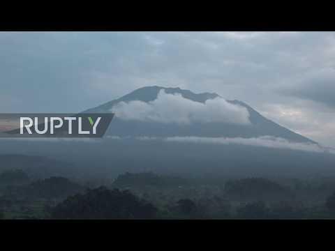 إندونيسيا.. تزايد نشاط بركان آغونغ في جزيرة بالي والسلطات تجلي الآلاف