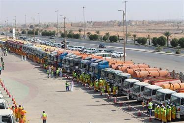 """شاهد.. أمانة الرياض تعلن استعداداتها لموسم الأمطار.. بألفي مراقب ومئات المعدات ونظام الـ""""اسكادا"""""""