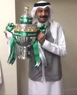 المطرب عبادي الجوهر مع كأس دوري عبداللطيف جميل في ليلة التتويج