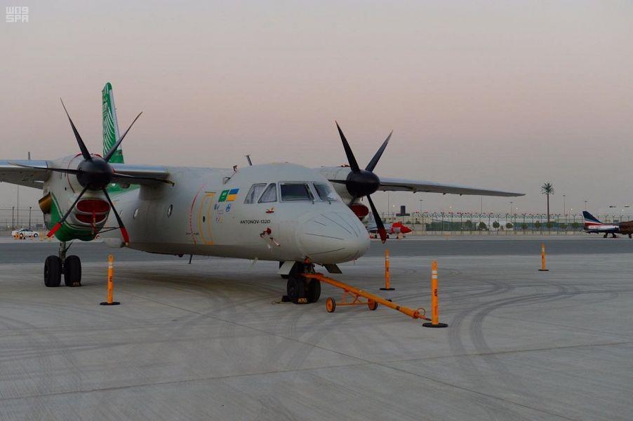 المملكة تشارك بطائرة أنتونوف (AN-132) في معرض دبي للطيران (صور)