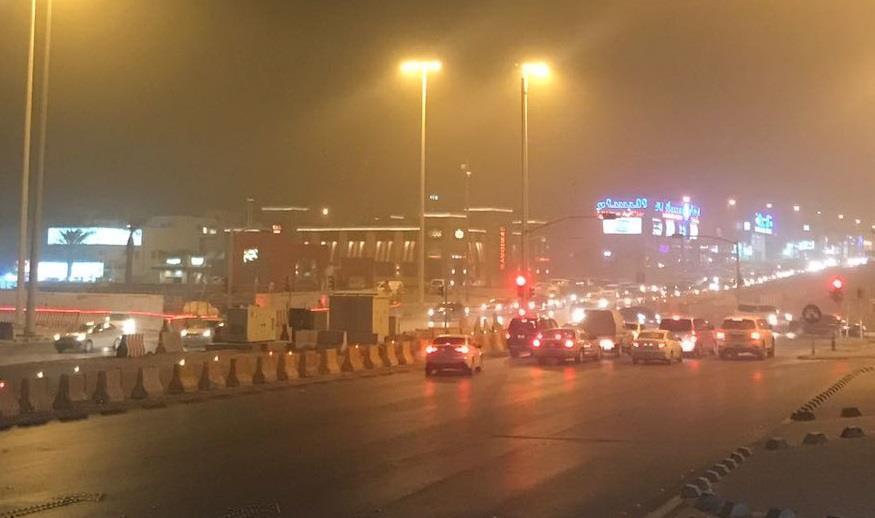 """""""الإنذار المبكر"""" يحذر من عوالق ترابية على الرياض تستمر حتى غد"""