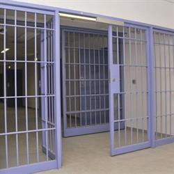 """""""السجون"""" تعلق على ظهور أحد السجناء في """"فيديو"""" يتظلم من أسباب توقيفه في الليث"""