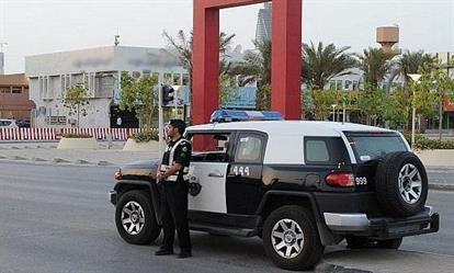 """بعد مطاردتهما بالمزاحمية.. شرطة الرياض تطيح بمواطنَين سرقا """"جيب لكزس"""""""