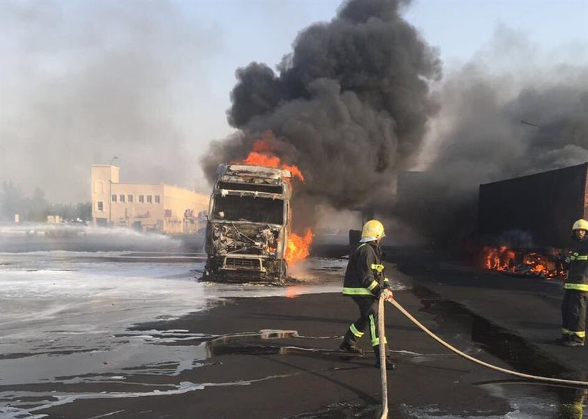 """""""مدني الشرقية"""" يكشف ملابسات حادث احتراق 5 شاحنات بمحطة وقود بالجبيل ووفاة وتفحم عامل آسيوي"""