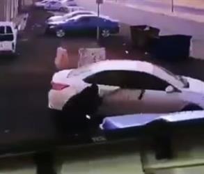 بالفيديو.. جناة يعتدون على سيدة ويسلبونها حقيبتها ويسقطونها على الأرض