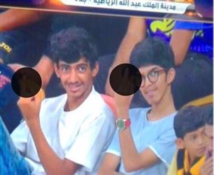 استدعاء مشجعَين قاما بحركة غير أخلاقية خلال مباراة الاتحاد.. وأحدهما يعتذر ويسلم نفسه (فيديو)