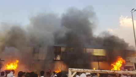 شاهد.. حريق كبير في معارض للأثاث بمكة.. والدفاع المدني يباشر إطفاءه