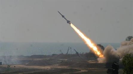 التحالف يعترض صاروخا