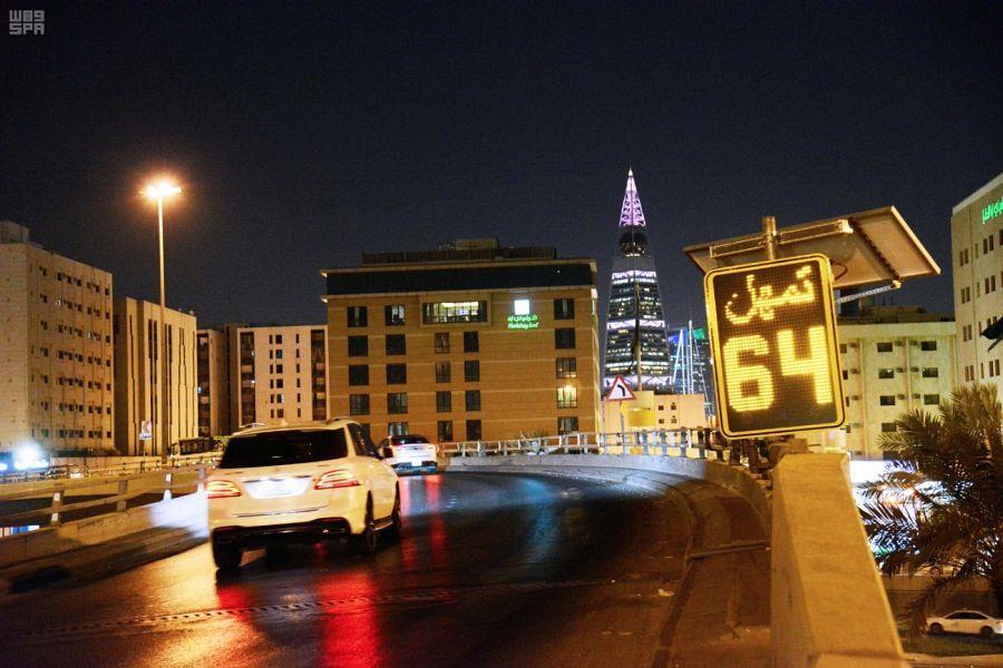 وزارة النقل تضع شاشات إلكترونية لتنبيه السائقين