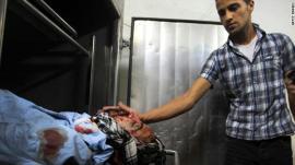 جثة القيادي هشام السعيدني الذي قتل في غارة يوم الأحد