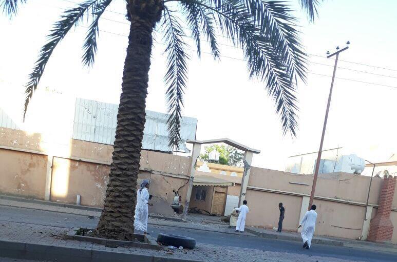 بالصور.. سقوط مقذوفات عسكرية من داخل اليمن على مدرسة للبنات ومنازل بنجران