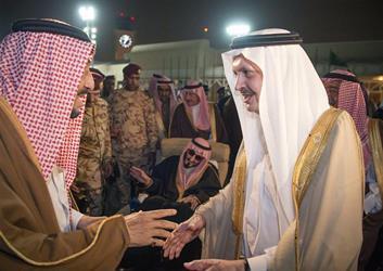 بالصور.. خادم الحرمين يصل الرياض بعد انتهاء جولته الآسيوية