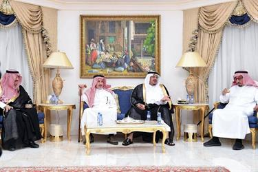 الأمير محمد بن عبدالرحمن يعزي أسرة آل الشيخ