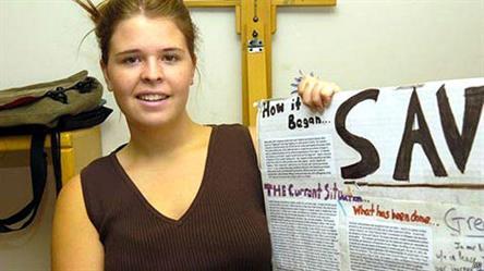 """البغدادي زعيم تنظيم الدولة """"اغتصب"""" الرهينة الأمريكية كايلا مولر"""