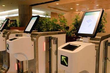 بالصور.. مطار الملك فهد الدولي يعلن بدء التشغيل التجريبي للبوابات الإلكترونية