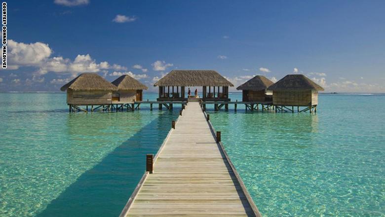 فنادق على سطح الماء وداخل أعماق البحر بهذه البلدان