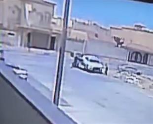"""جهاز تتبع يقود لضبط شخصين سرقا سيارة """"لكزس"""" من أمام منزل صاحبها (فيديو)"""